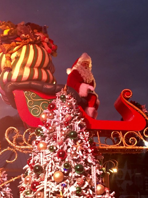 Disneyland's 'A Christmas Fantasy Parade' Santa Claus - Simple Sojourns