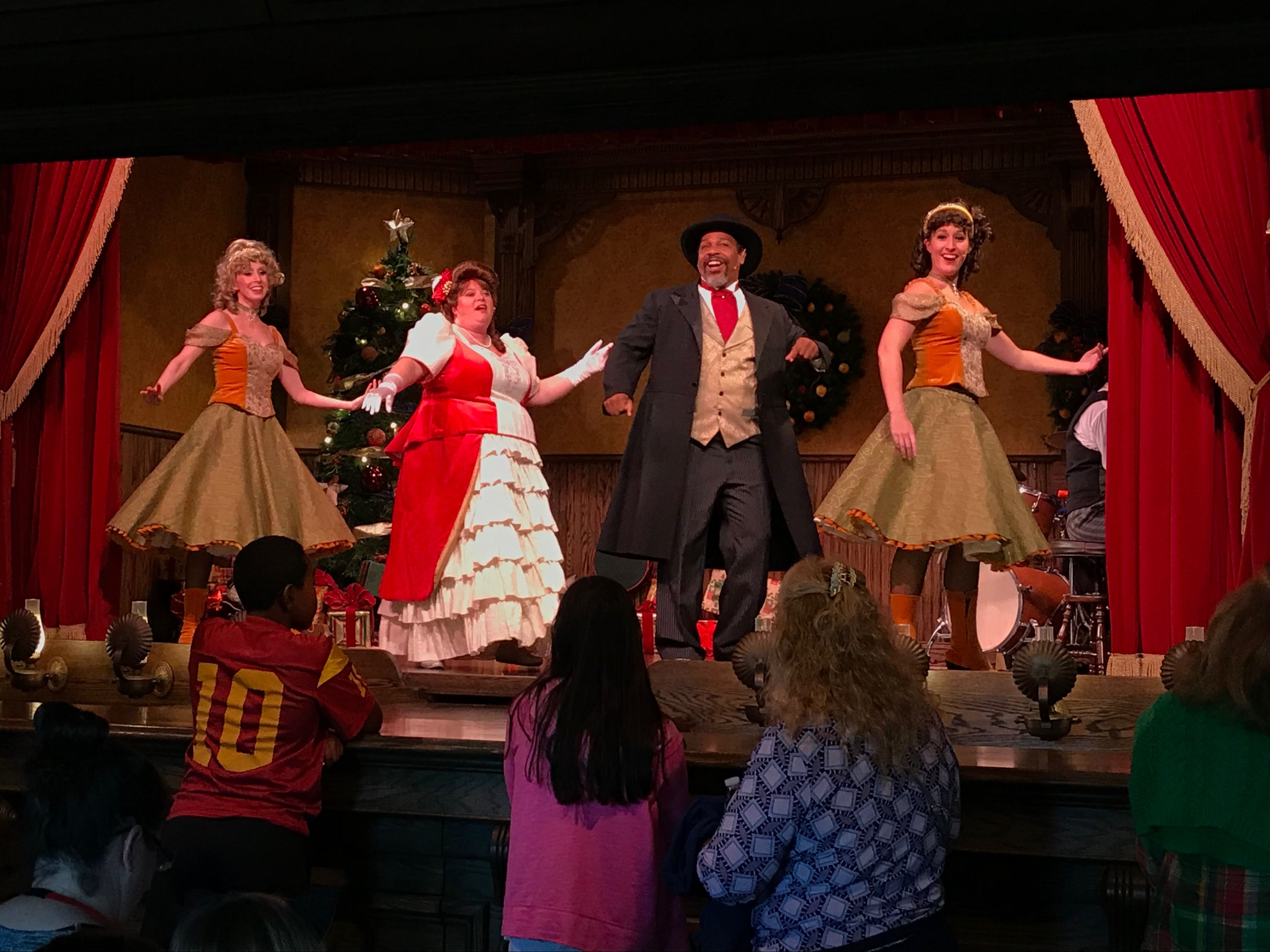 Christmas at Knotts Merry Farm - Simple Sojourns
