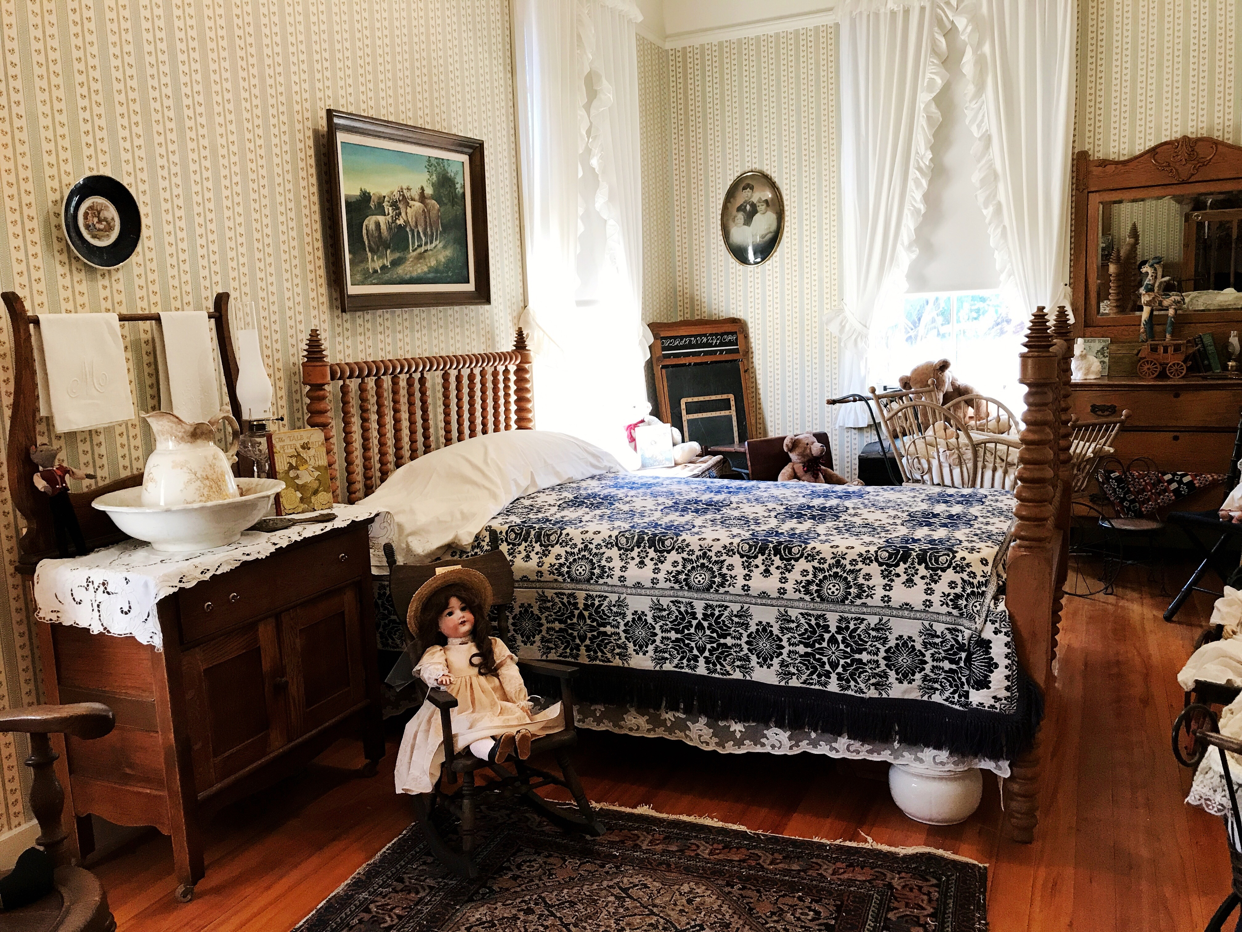 Stagecoach Inn Museum - Simple Sojourns