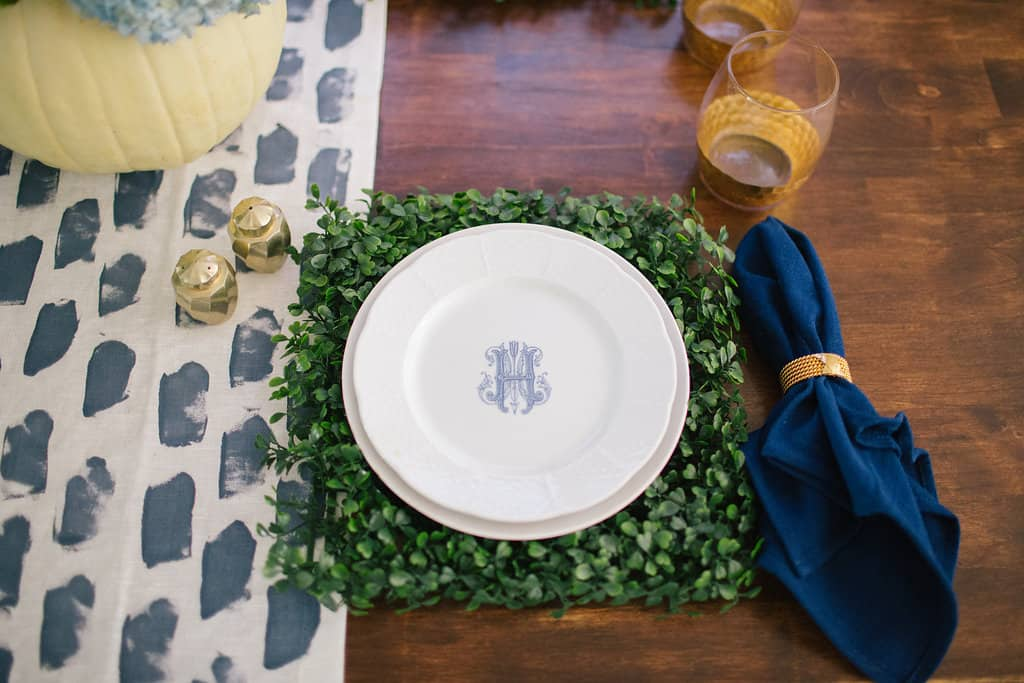 2016-Fall-Home-Tour-Easing-Into-Fall-with-Navy-Blue-navy-napkins