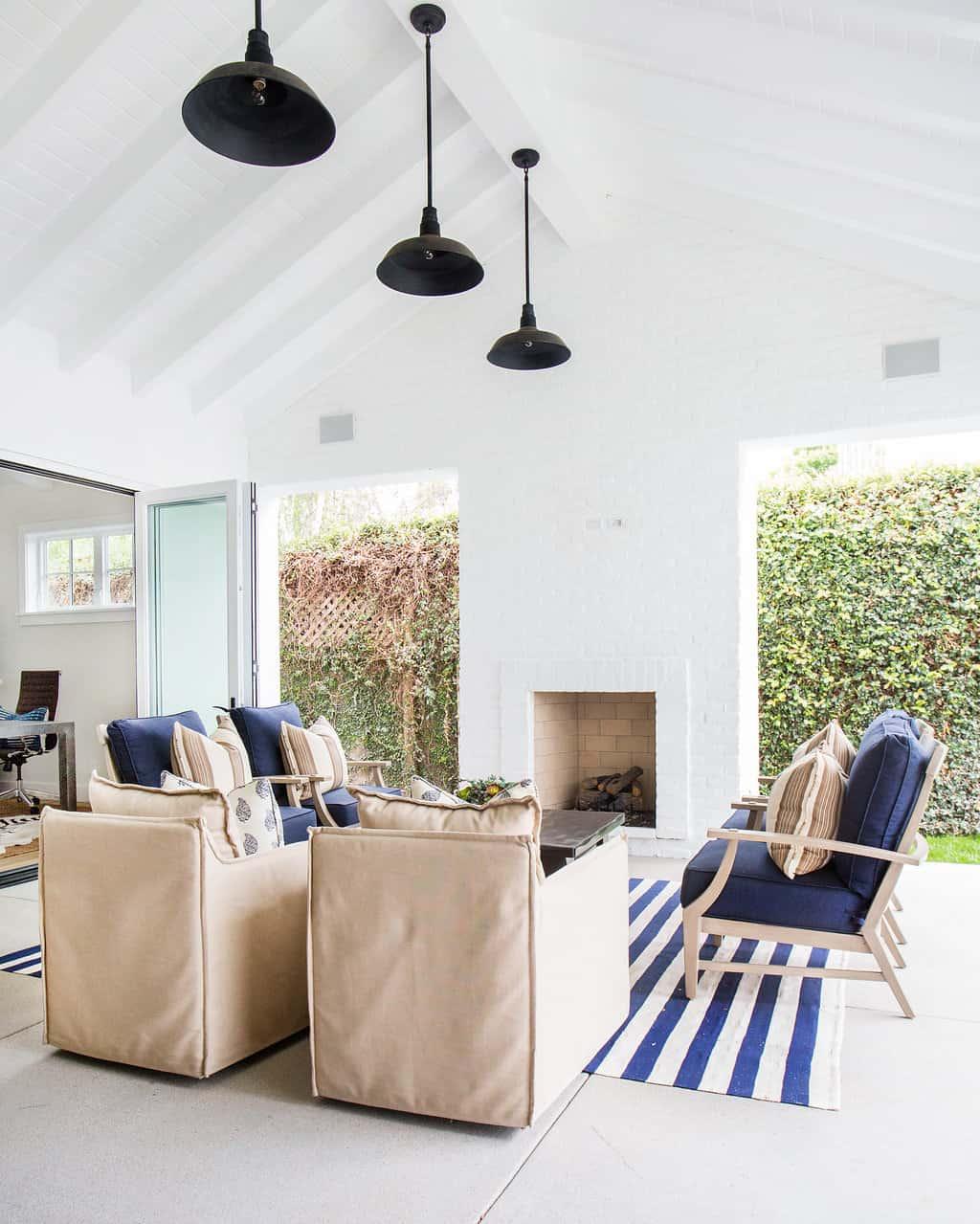 HOM-Modern-Farmhouse-With-Coastal-Flare-by-Blackband-Design-open-air