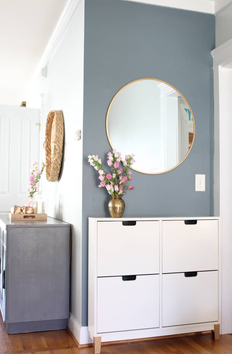 Spring 2018: A Wannabe Minimalist Home Tour entryway