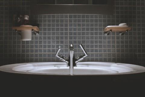 table-floor-swimming-pool-tile-sink-room-100720-pxhere.com