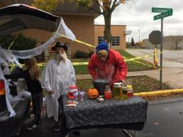 trunk-or-treat-table