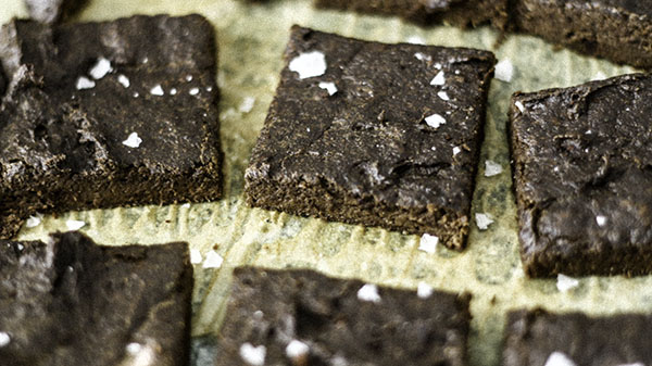 5 simple ingredients for these grain free sugar free brownies.