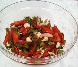 Salată de roșii cu conopidă crudă