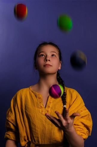 A girl juggling