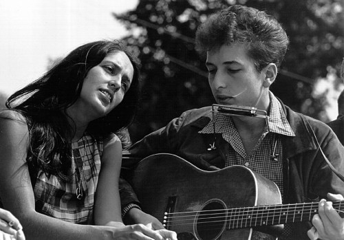 Joan Baez and Bob Dylan, 1963. Dylan is wearing a harmonica holder