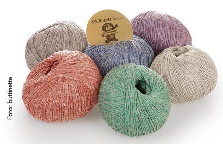 Lydia von Woll Butt Primo ist in den Farben Beere, Braun, Jeans, Koralle, Leinen und Smaragd erhältlich.