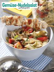 Rezept - Gemüse-Nudelsalat mit Putenspießen - Simply Kochen Sonderheft So schmeckt der Frühling