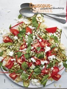 Rezept - Couscous-Salat mit Gurke und Tahinidressing - Simply Kochen Sonderheft Salate to go