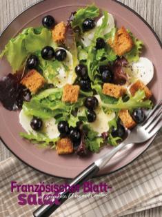 Rezept - Französischer Blattsalat mit Ziegenkäse, Oliven und Croutons - Simply Kochen Sonderheft Sommer-Salate