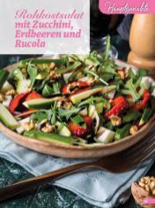 Rezept - Rohkostsalat mit Zucchini, Erdbeeren und Rucola - Simply Backen Sonderheft Erdbeeren – 01/2020