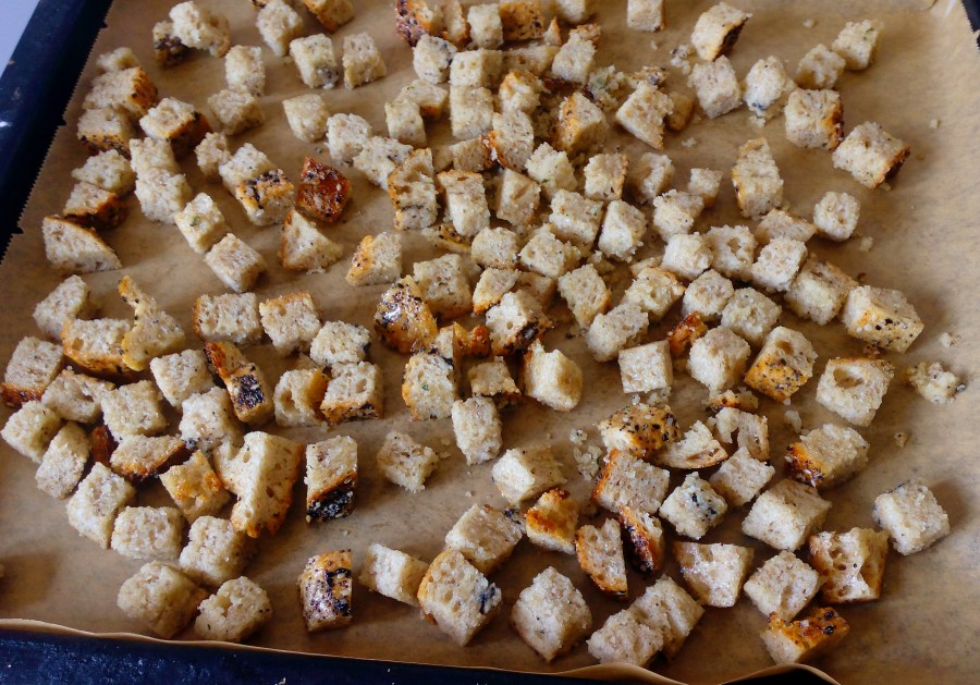 Homemade Croutons - Don't trow away stale bread. You can make all sorts of different recipes with it. These Homemade croutons are just one example. Check this simple recipe for quick and easy homemade croutons! | simplyanchy.com