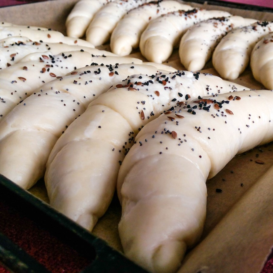 My mom used to make these bun rolls for me and my brother ever since I can remember, so I have decided to share this special recipe with you! These bun rolls (kifla in Bosnian) are perfect for breakfast and dinner. YOU MUST TRY THIS RECIPE! | Healthy Food Recipes | Simplyanchy.com
