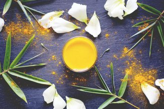 Do+Turmeric+Face+Masks+Really+Give+You+Glowing+Skin +My+experience+with+using+the+wonder+ingredient,+turmeric,+in+a+face+mask.+For+those+of+you+experiencing+patchiness+or+discoloration,+