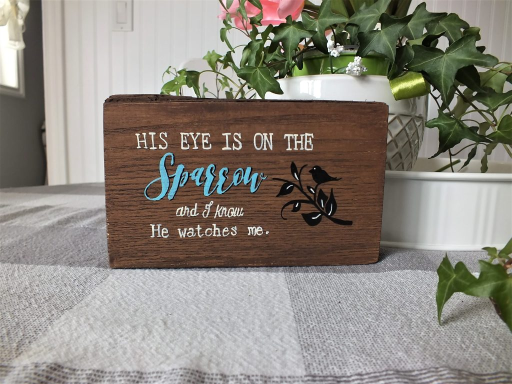 Hand Paint a Wood sign