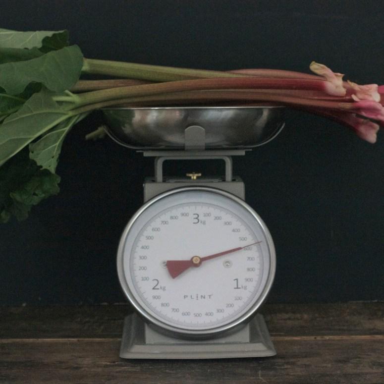 Rhubarb trifle