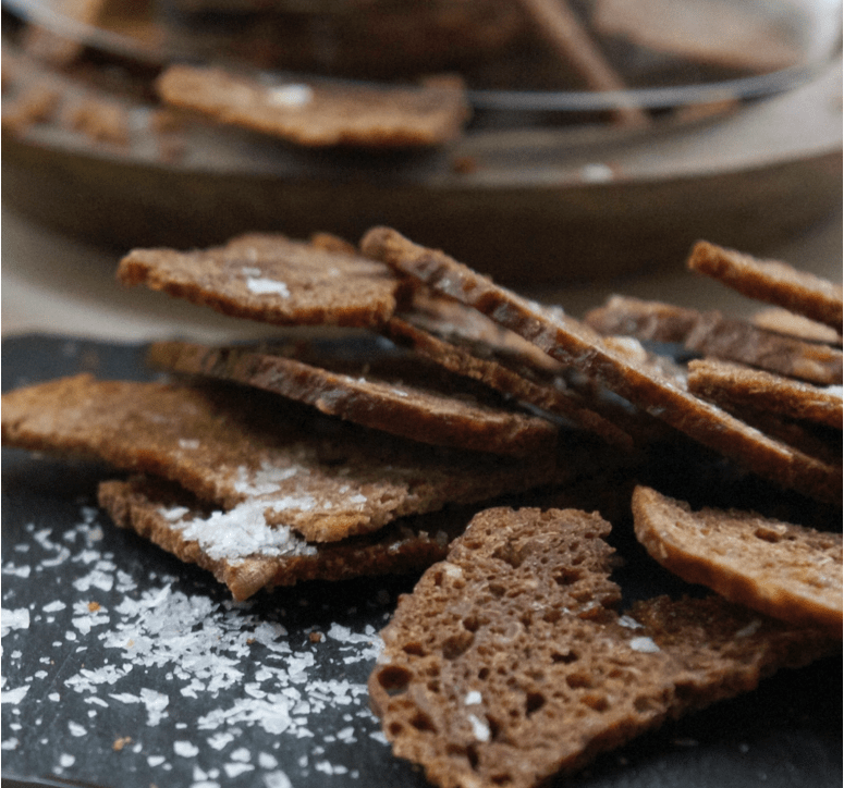 Rugbrøds chips – Simply Danish Living