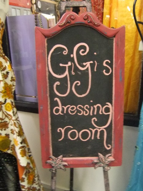 GI GI DRESSING ROOM
