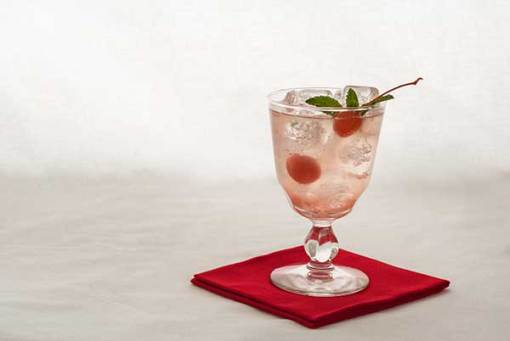 Post image for Blush Spritzer Recipe