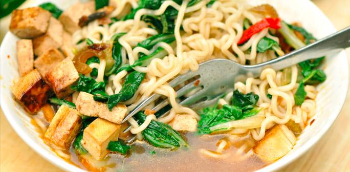Ramen är ett perfekt sätt att rensa kylen på överblivna grönsaker