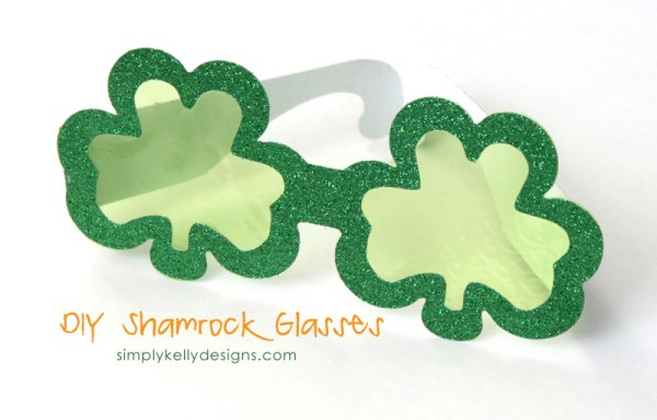 DIY Shamrock Glass by Simply Kelly Designs #StPatricksDay #shamrocks