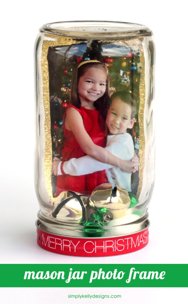 Create this easy Christmas mason jar photo frame to display a special holiday photo. Mom, dad, grandma and grandpa will love this gift!
