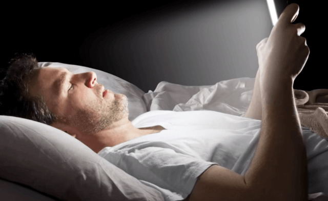 using Smartphone on bed
