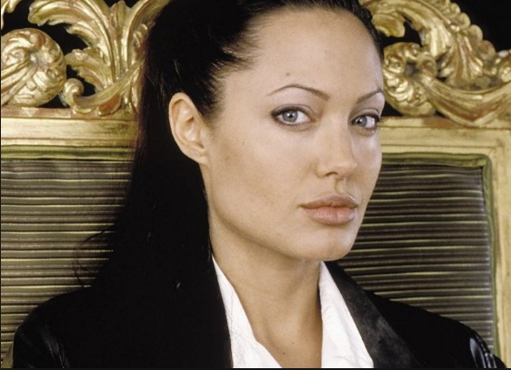 Angelina Jolie With Out Make Up 10