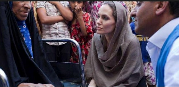 Angelina Jolie With Out Make Up 20