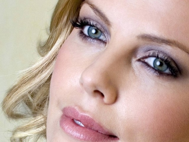 charlize theron most beautiful eye in the world