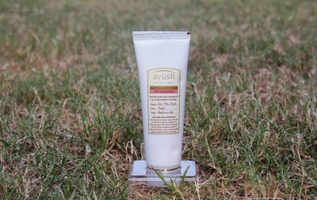 Lever Ayush Suvarna Poshak Cream