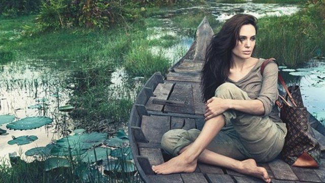Angelina jolie with out makeup photoshot