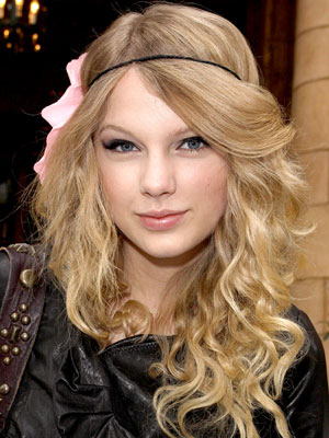 beautiful taylor swift with new hairstyle