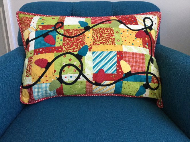 Make this super simple festive holiday pillow for your home!