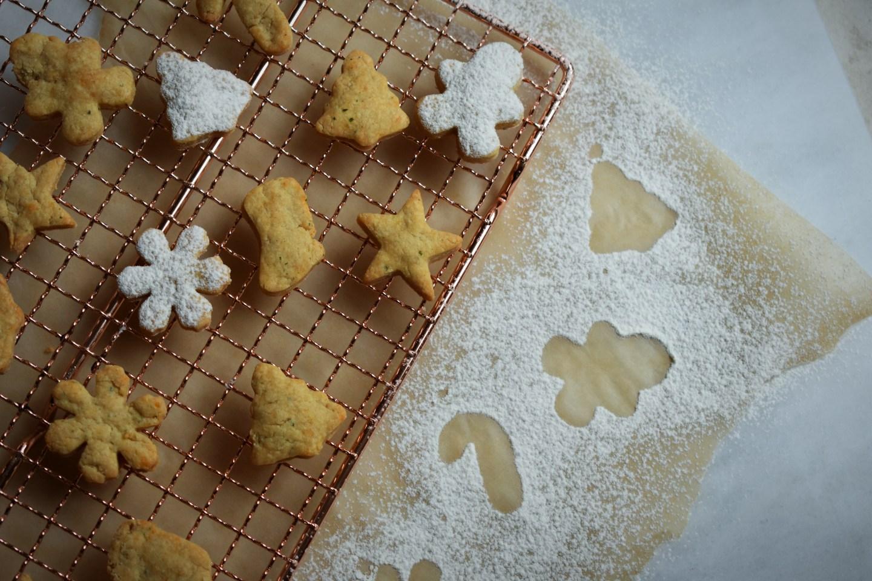 Festive Cheddar Crackers