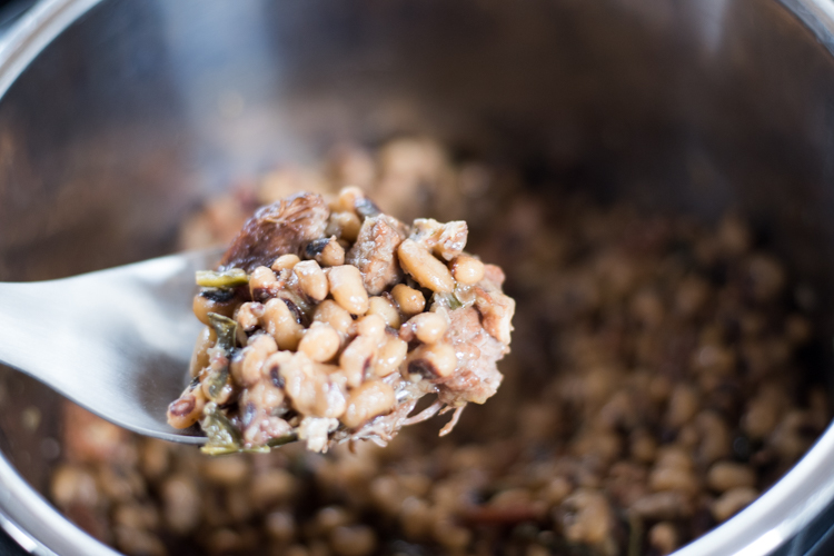 spoonful of black eyed peas in instant pot