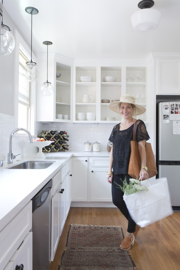 A Peace of Mind with a Clean Entryway // How to Set Up A Steamlined Entry Station // simplyspaced.com