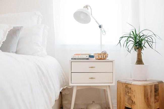 HOW TO ORGANIZED AN APARTMENT USING THE KONMARI METHOD // pretty apartment decor // pink & aqua interiors // white interiors // bedroom interior design // bedside table // SimplySpaced.com