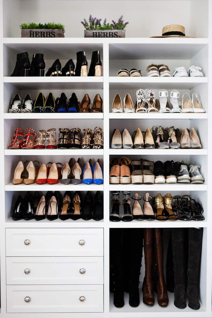 How to Organize your shoes // built-in closets // pretty shoe collection // www.simplyspaced.com