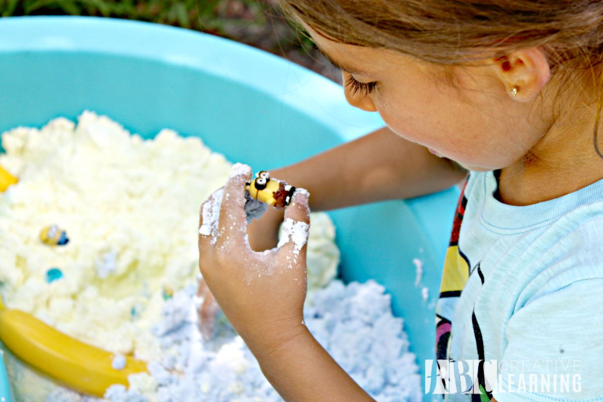 Sensory Play with the Minions Toys