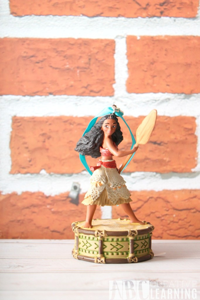 moana-holiday-gift-guide-moanaevent-ornament