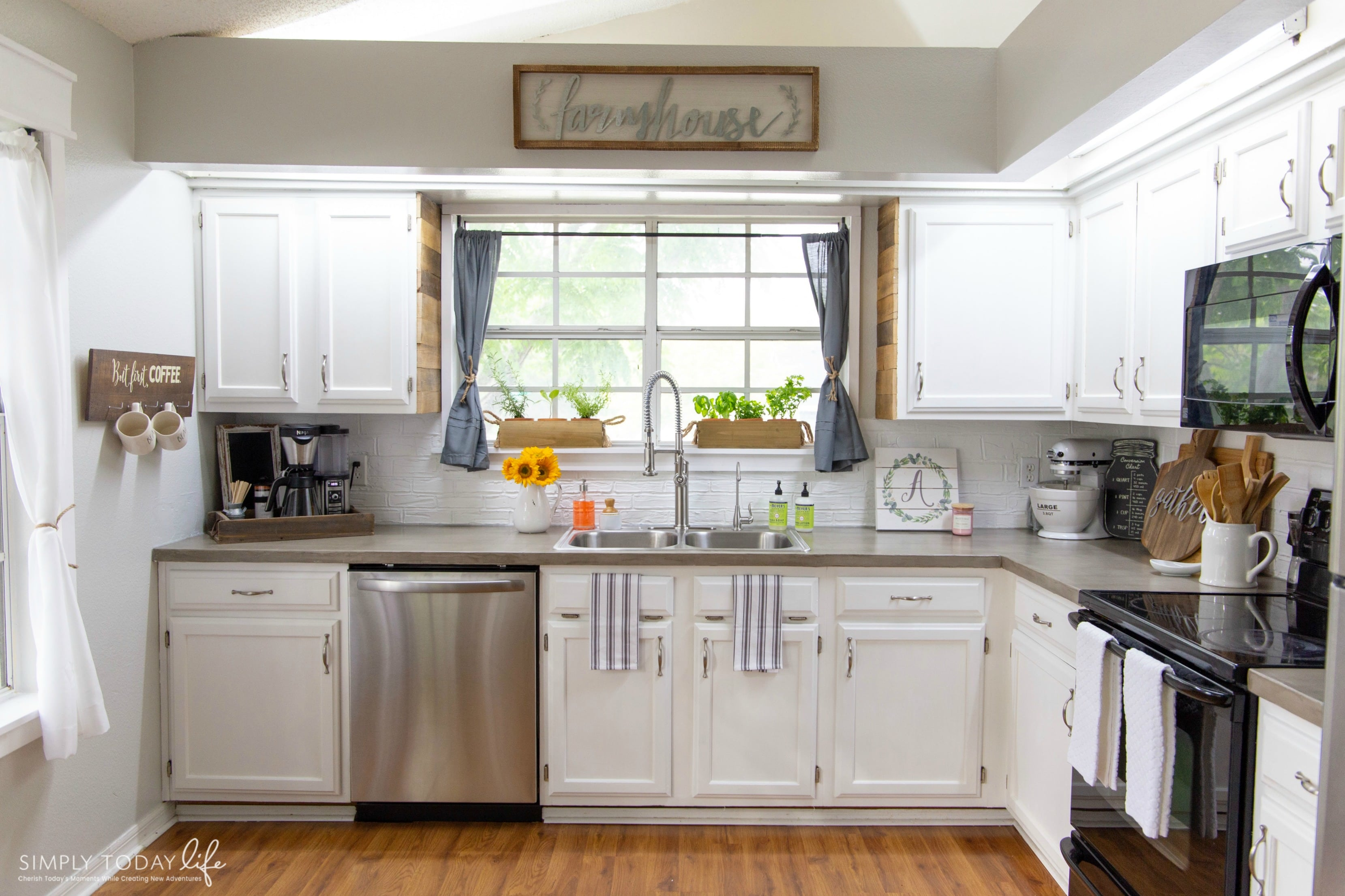 Painting Kitchen Cabinets With Chalk Paint From Dixie Belle | From 80u0027s  Drab To Farmhouse Fab
