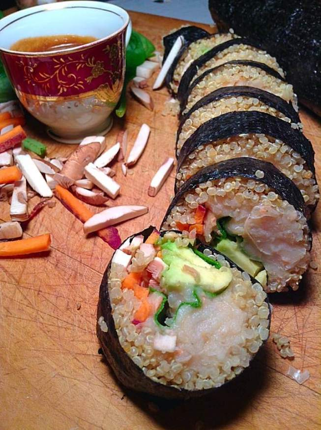 Quinoa, white beans and veggies sushi with sweet peanut butter and coconut milk sauce