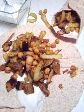 Curried veggie and chickpea wrap with garlic yogourt sauce