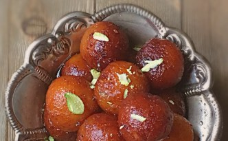 Here is the detailed and easy recipe for Angoori Gulab Jamun. This recipe is done under 30 minutes from start to finish. It is a fail-proof recipe for Gulab Jamun Lovers. This is the small version of regular Gulab Jamun and is very popular because of its Grape-Like size. #gulabjamun #indianmithai #holidesserts #holirecipes #Angoorigulabjamun