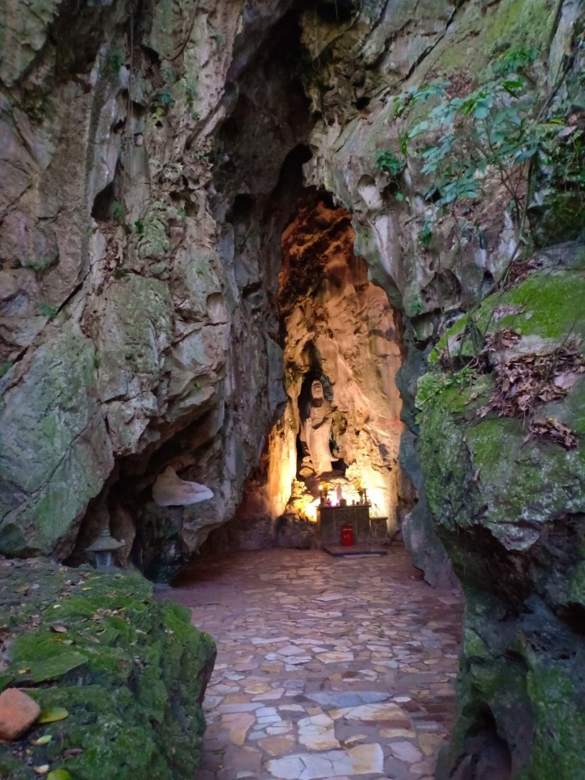 Marble mountains and Hoi An walking tour (4)