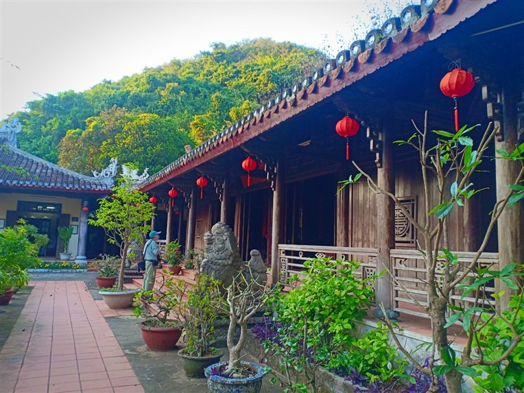 Marble mountains and Hoi An walking tour (6)