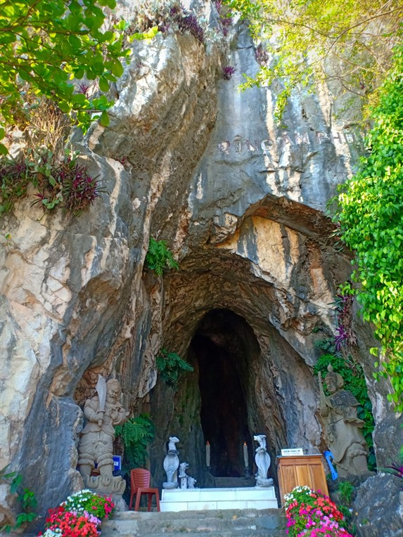 Marble mountains and sculpture village (3)